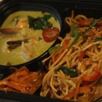 Fried chicken noodles with prawn Thai Curry
