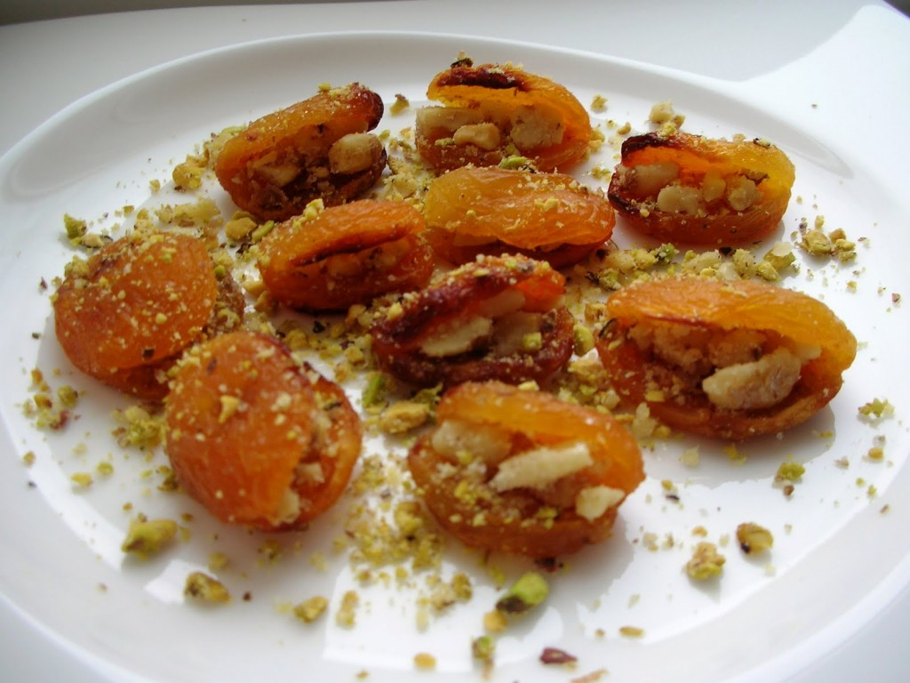 Kayisi Tatlisi (Apricots with clotted cream)