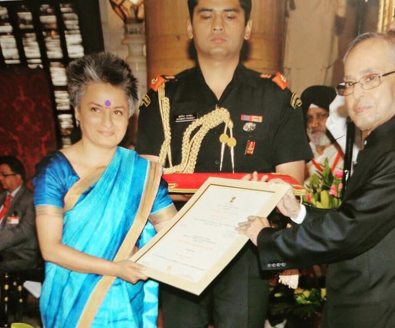 Vasu Primlani receiving the Nari Shakti Puruskar, the highest Presidential award for women.